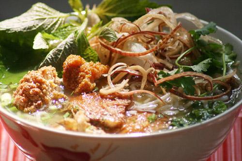 Món canh bánh đa cá tại Quỳnh Côi